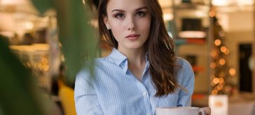kobieta z kawa
